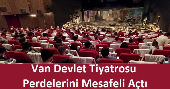 Van Devlet Tiyatrosu Perdelerini Mesafeli Açtı