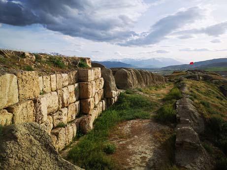 Van Gürpınar Çavuştepe Kalesi
