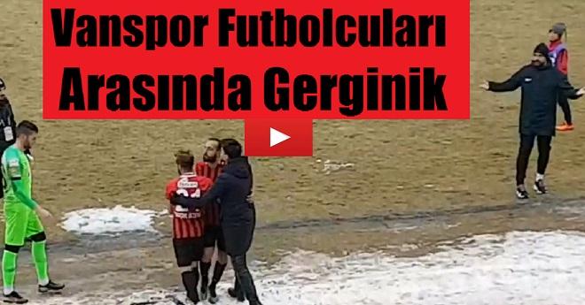 Futbolcuların Taraftarı Önünde Yaşadığı Gerginlik